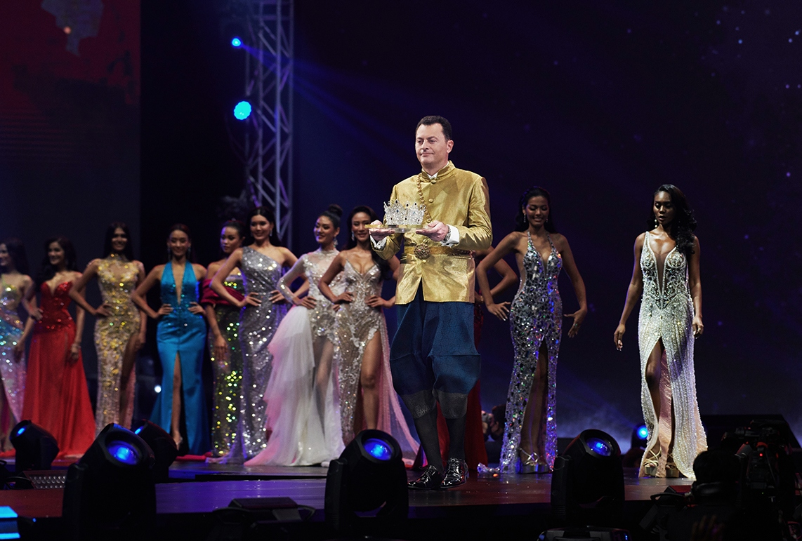 mouawad-miss-universe-thailand-crown-04