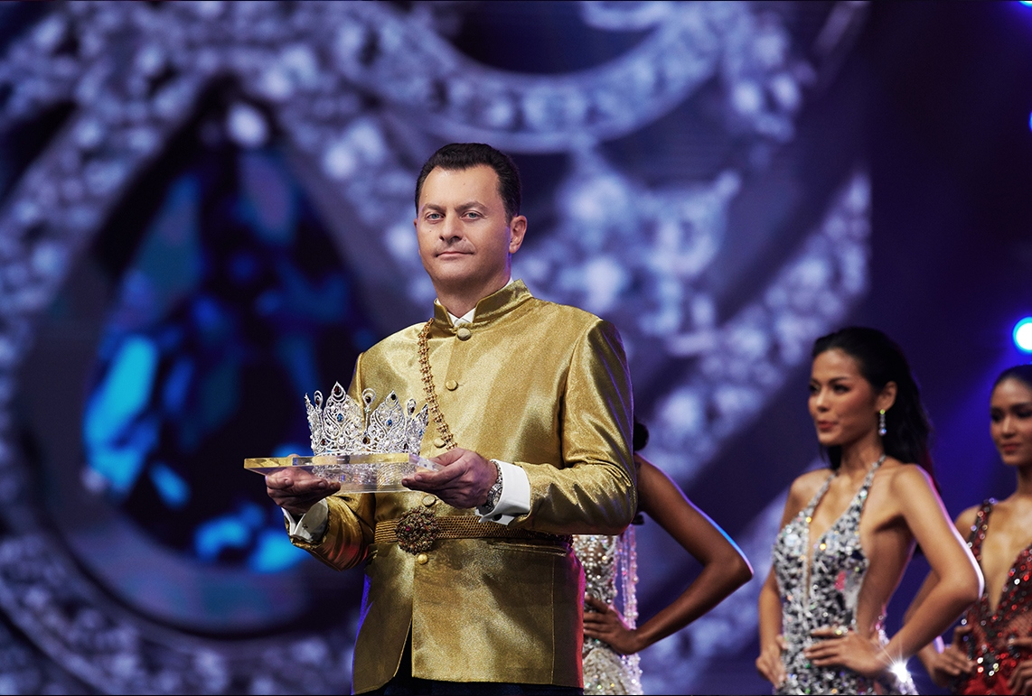 mouawad-miss-universe-thailand-crown-05
